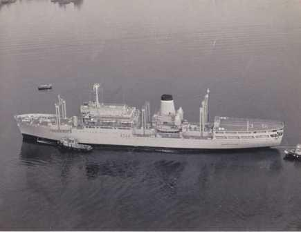 RFA-Stromness-with-tugs